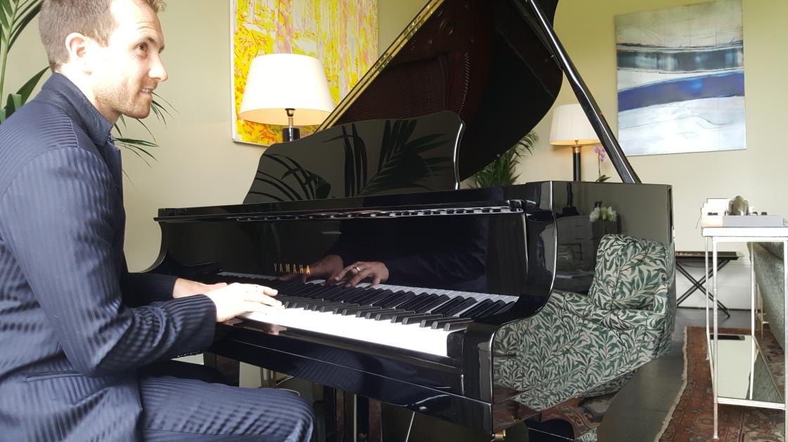 Joe Kenny playing piano in Virginia Park Lodge wedding