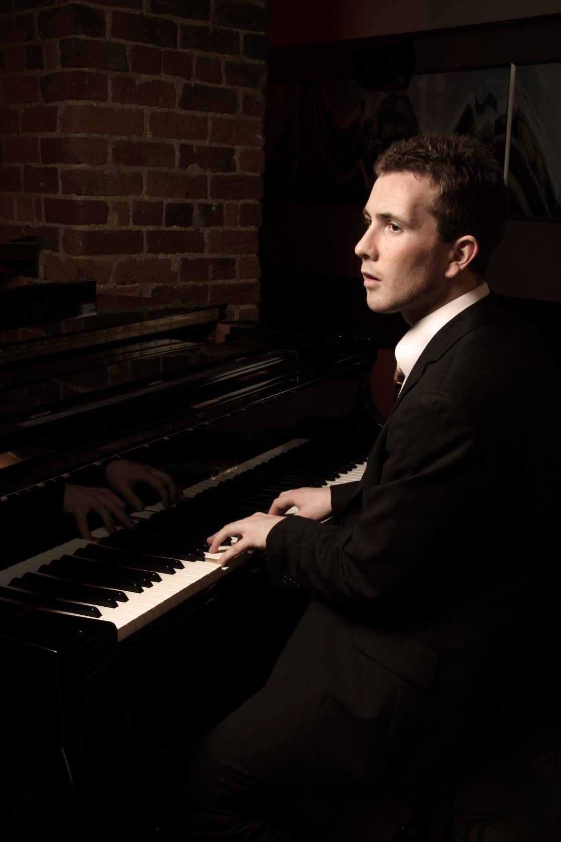 Joe Kenny Wedding Pianist playing on beautiful grand piano at wedding dinner